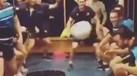 Atenção futebolistas: a bola 'redonda' não atrapalha estes jogadores de râguebi
