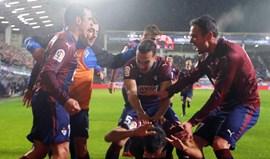 Valencia perde com o Eibar e pode deixar fugir o Barcelona