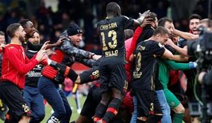No Benevento há um novo herói: assim foi festejado o golo do guarda-redes Brignoli