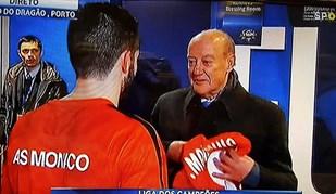 João Moutinho saiu da 'flash interview' e deu prenda a Pinto da Costa