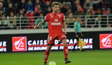 Xeka faz duas assistências no triunfo do Dijon