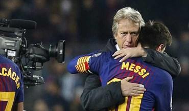 A cumplicidade entre Jorge Jesus e Messi no final do jogo