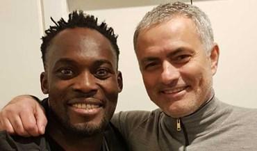 Essien feliz por encontrar o 'paizinho' Mourinho