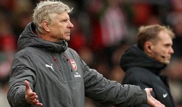 Wenger recorre ao sumo para dizer que compreende Mourinho no caso do túnel de Old Trafford