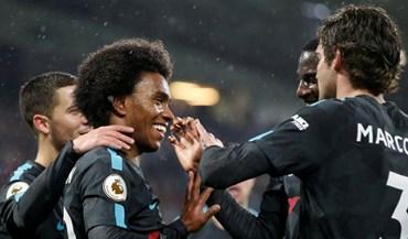 Chelsea vence no terreno do Huddersfield e iguala United