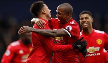 Manchester United vence e não desarma no segundo lugar