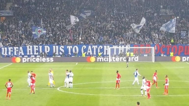 Claque do FC Porto pede ajuda à UEFA para apanhar o polvo vermelho
