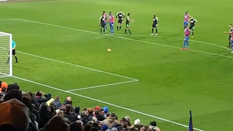 Um 'Cavani vs Neymar' que correu mesmo muito mal