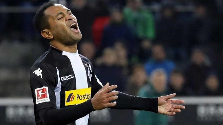 Borussia Monchegladbach sobe aos lugares de Champions e mantém Hamburger aflito