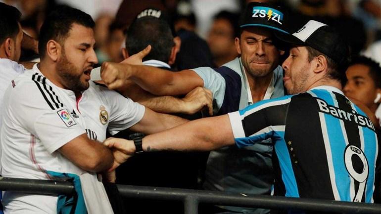 Pancadaria nas bancadas antes do Real Madrid-Grémio