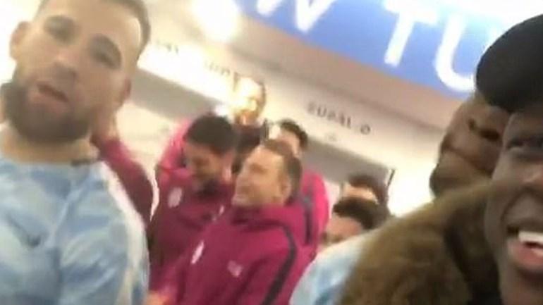 Mourinho inspira nova festa no balneário do Manchester... City