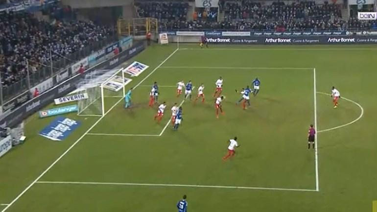 Mangane marcou pelo Estrasburgo com um golpe de karaté
