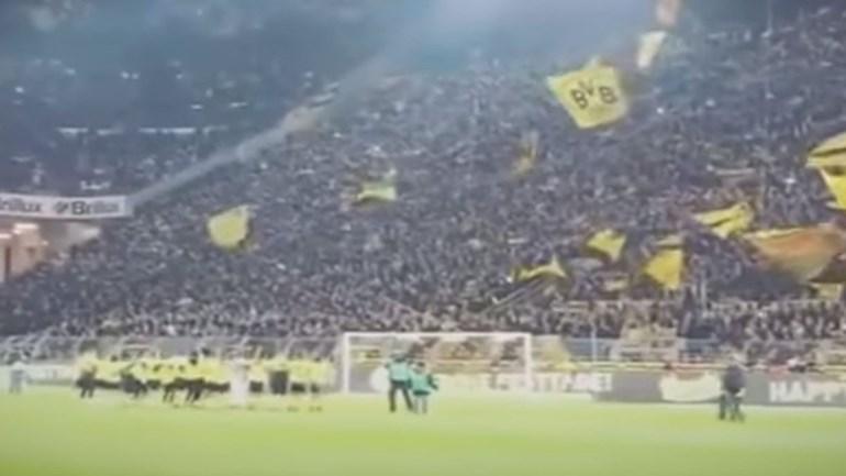 Adeptos e jogadores do Borussia Dortmund cantaram juntos 'Jingle Bells'