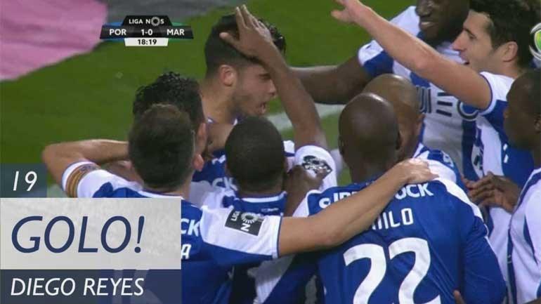 Diego Reyes saltou mais alto que todos e fez o primeiro do FC Porto