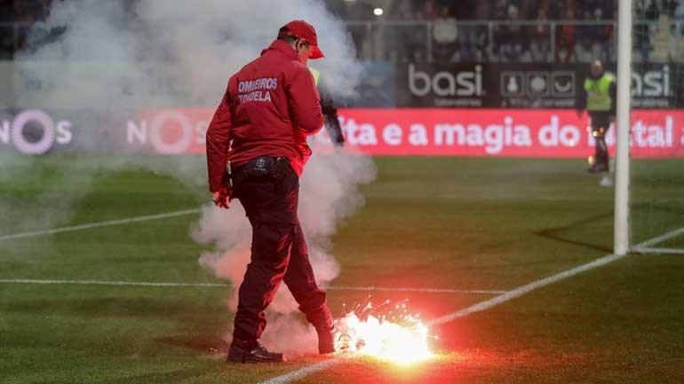 Benfica multado em quase 11 mil euros por mau comportamento dos adeptos
