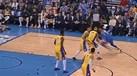 Westbrook 'troca olhos' a... três jogadores dos Lakers