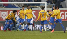 A crónica do Estoril-FC Porto, 1-0 (interrompido ao intervalo): Dragão a abanar