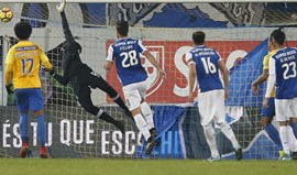 Estoril-FC Porto retomado a 21 de fevereiro