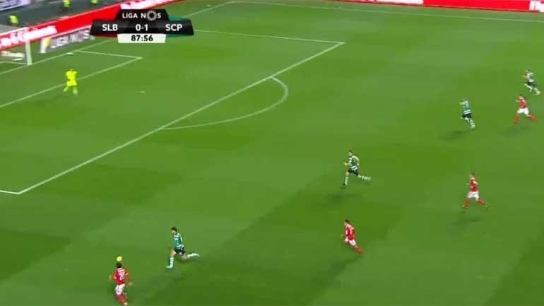 Braço na bola de Battaglia valeu penálti para o Benfica