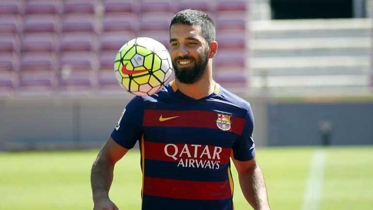 Barcelona anuncia empréstimo de Arda Turan