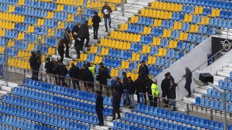 Bancada do Estádio António Coimbra da Mota passada a pente fino