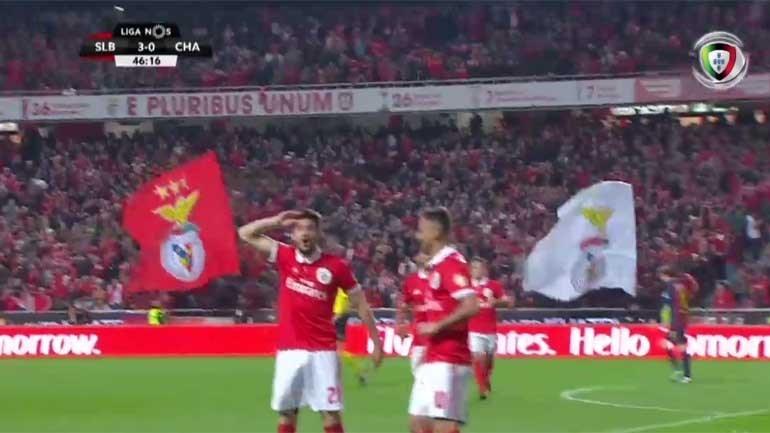 Benfica entrou na segunda parte a celebrar