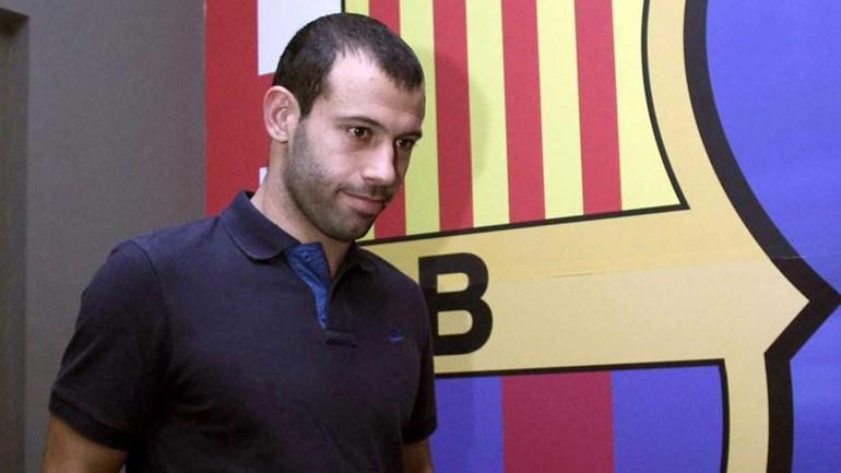 Mascherano se emociona na despedida do Barcelona: 'O sonho terminou'