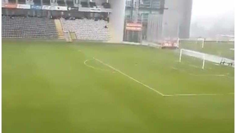 E a bola o vento levou no estádio do Nacional...