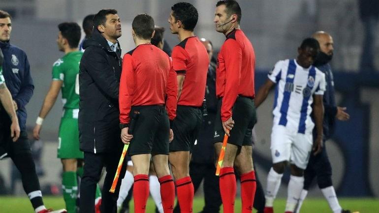 FC Porto quer reunião urgente com presidente do Conselho de Arbitragem