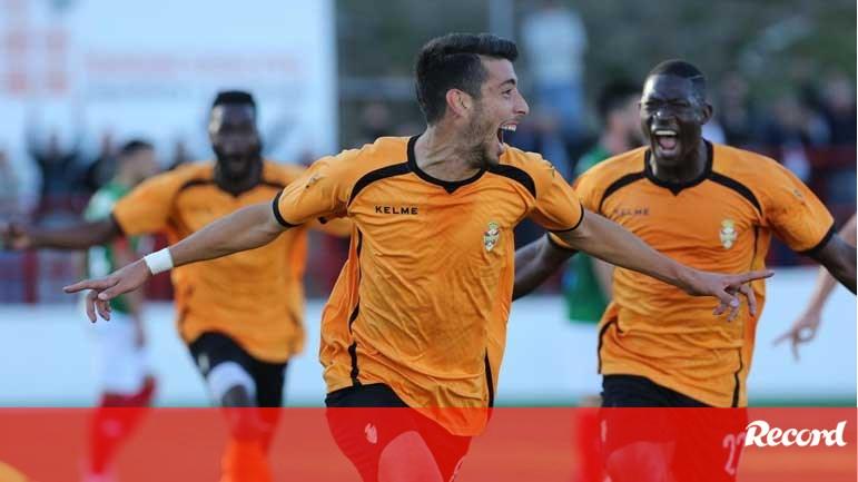 AD Oliveirense não perde há 12 jogos - Campeonato de Portugal - Jornal  Record d3eb1b07d2d82