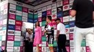 Rigoberto Urán não recebeu beijo e... chamou 'menina do pódio' à atenção