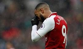 Lacazette é operado ao joelho e desfalca Arsenal entre quatro a seis semanas