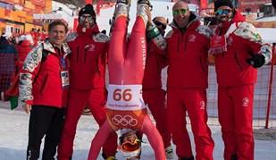 Arthur Hanse festejou de cabeça para baixo o 66.° lugar no slalom gigante
