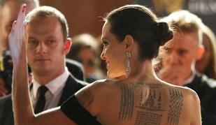 Vestido de Angelina Jolie deu que falar (e não foi pelos motivos mais óbvios...)