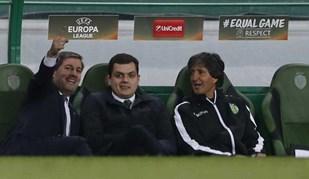 Bruno de Carvalho era todo sorrisos no banco