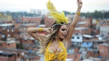 O Carnaval está aí e ela já está pronta para sambar