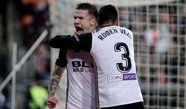Valencia vence no dérbi e recupera terceiro lugar