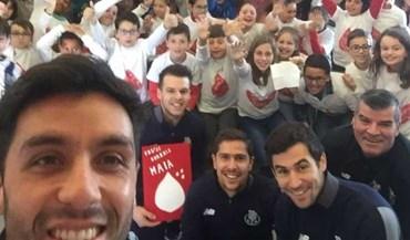 Jogadores de hóquei em patins do FC Porto visitaram escola da Maia