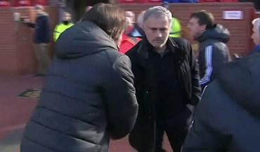 Mourinho e Conte num aperto de mão... para a fotografia
