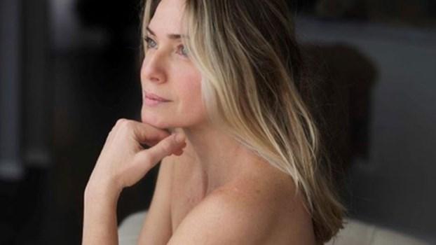 Nua aos 44 anos: Leticia Spiller sem preconceitos