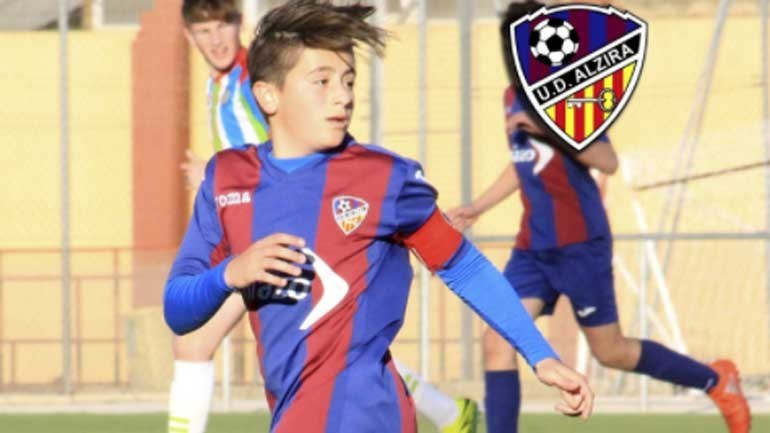 Jogador de 15 anos morre de mal súbito no futebol espanhol