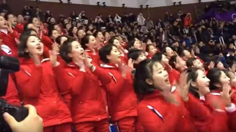 Os cânticos da claque feminina da Coreia do Norte que encantam nos Jogos Olímpicos de Inverno