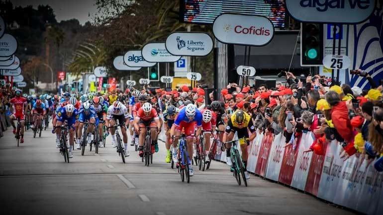 Groenewegen vence em Lagos e Machado sofre queda — Volta ao Algarve