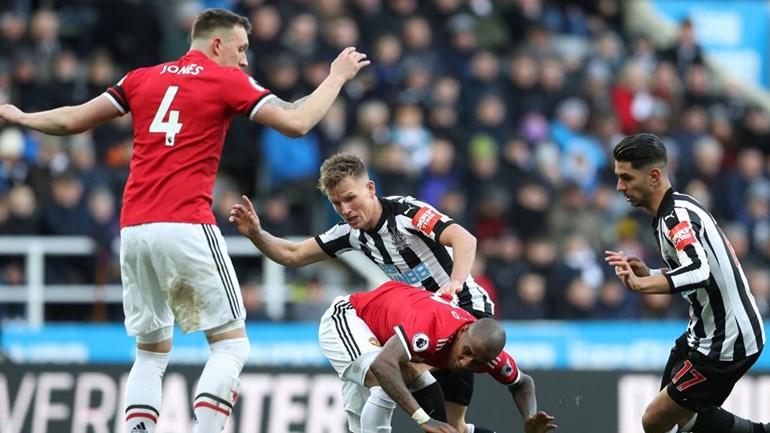 Doente, Pogba desfalca Manchester United na FA Cup