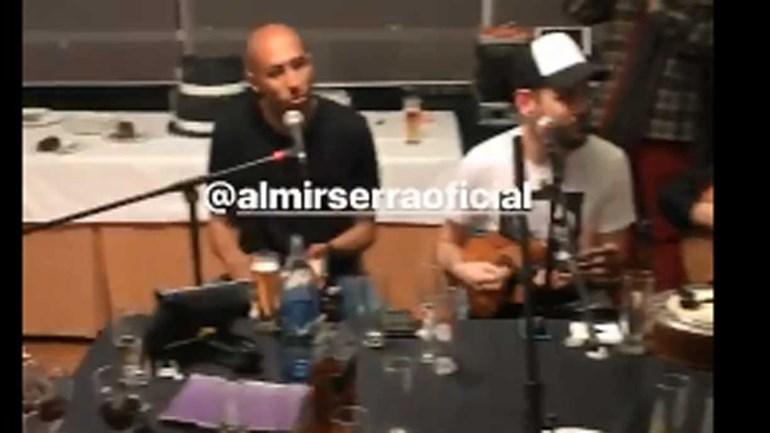 Luisão dá show ao lado de cantor brasileiro em dia de aniversário