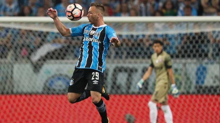 Arthur a um passo de ser reforço do Barcelona
