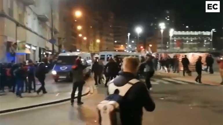 Polícia sem mãos a medir em Bilbau
