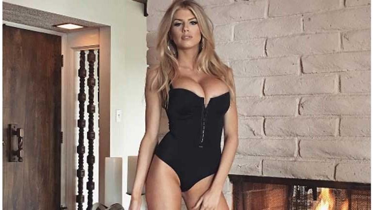 Pamela Anderson que se cuide: Charlotte Mckinney tem ainda mais argumentos