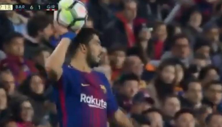 Como Suárez deu tudo para levar um cartão amarelo... e não conseguiu