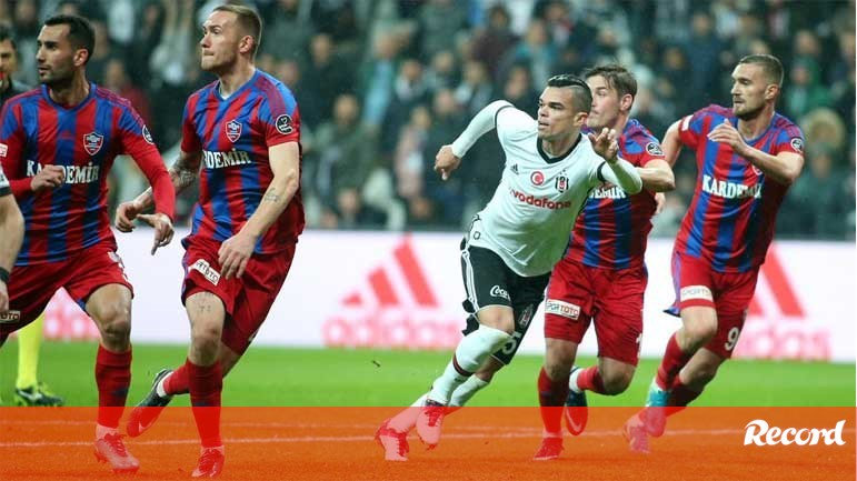 e64a129730 Pepe marca na goleada do Besiktas - Internacional - Jornal Record